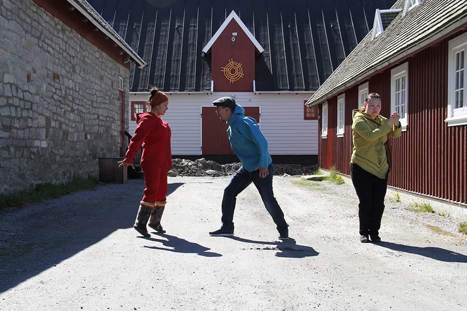 Tales and Trails og Nuuk – Illoqarfikkut pisuttuaatigaluni isiginnaartitsineq